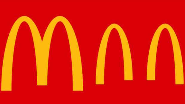Logo McDonald's tel que modifié dans une campagne publicitaire pendant la crise de Covid-19