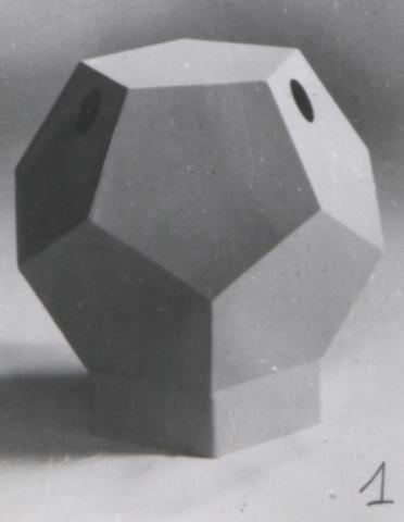 Dessin & Modèle n° 130886 déposé le 20 juillet 1979 par Emile Allaire pour un conteneur sphérique et en forme de dodécaèdre pouvant être utilisé comme poubelle