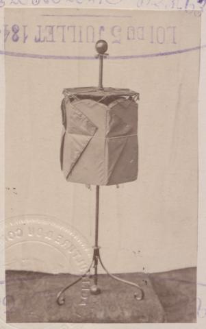 Brevet d'invention n° 135805 déposé le 16 mars 1880 par Mme Voisin-Foucher pour un appareil dit cantine pour goûter champêtre